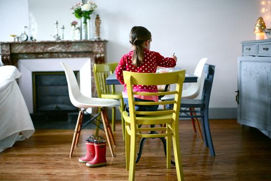 decorar salon vintage y nordico luminoso para que jueguen niños